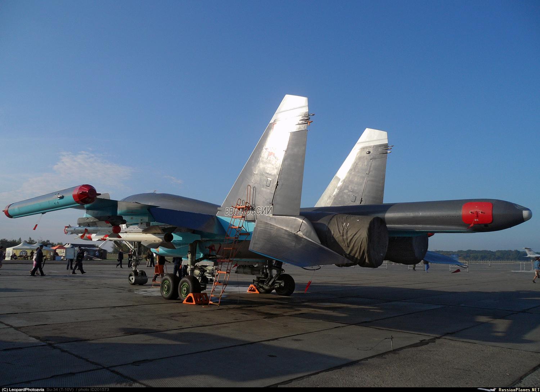 Uma das características mais notáveis do Su-34 é a distintiva protuberância na parte traseira da fuselagem.