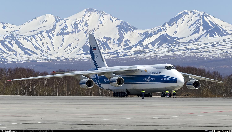 Cargueiro Antonov An-124-100