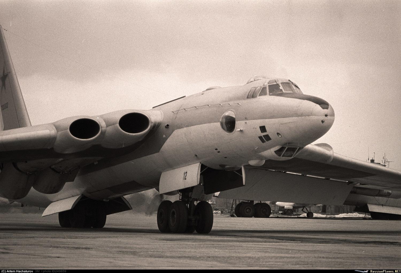 "Bombardeiro estratégico soviético Myasishchev 3M ""Molot"""